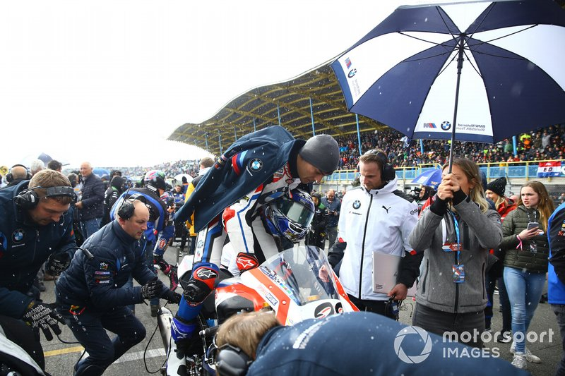 Markus Reiterberger, BMW Motorrad WorldSBK Team lascia la griglia di partenza