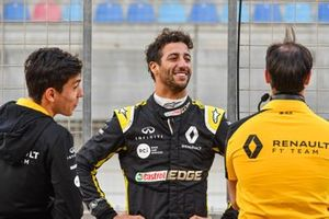 Daniel Ricciardo, Renault F1 Team and Jack Aitken, Renault F1 Team