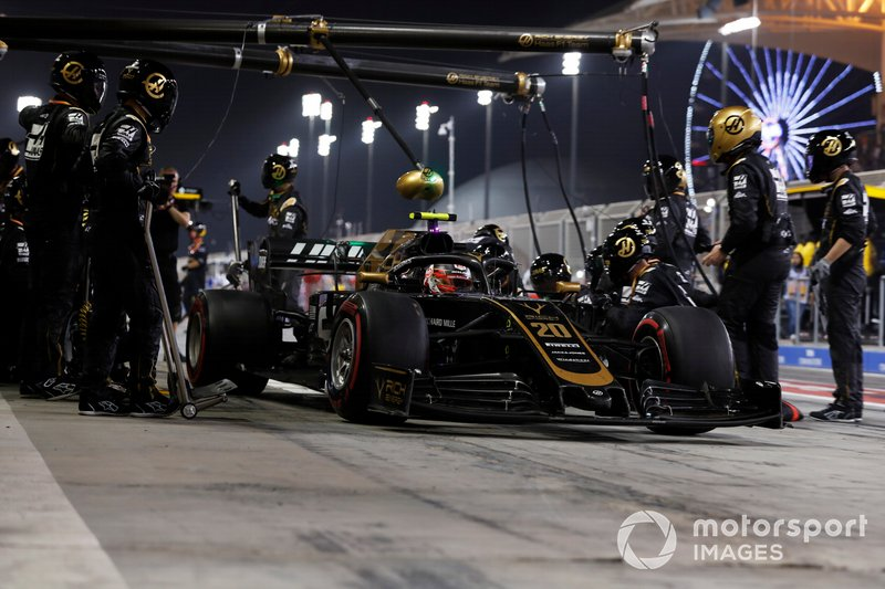 Kevin Magnussen, Haas F1 Team VF-19, leaves his pit box after a stop