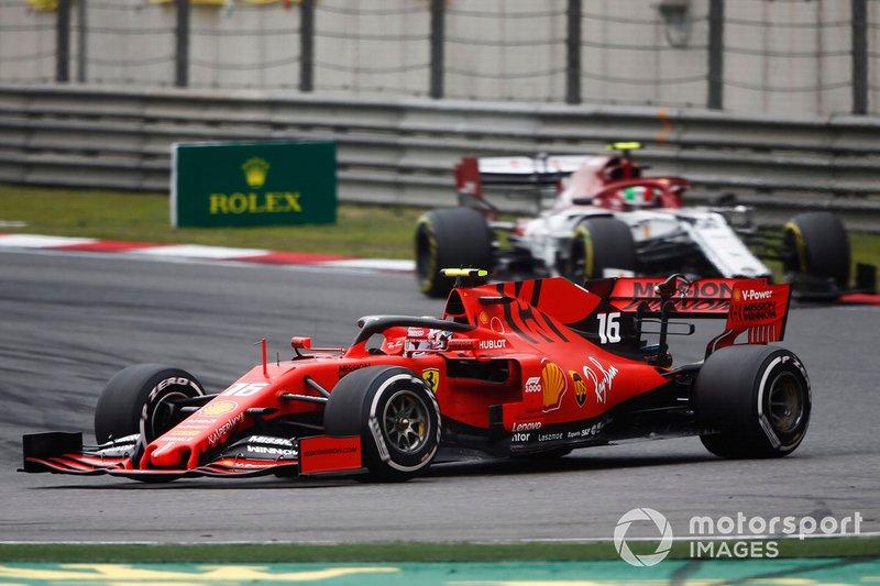 Charles Leclerc, Ferrari SF90, devant Antonio Giovinazzi, Alfa Romeo Racing C38