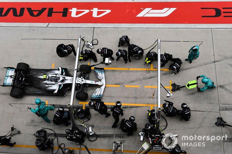 Valtteri Bottas, Mercedes AMG W10, pit stop