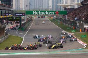 Макс Ферстаппен и Пьер Гасли, Red Bull Racing RB15, Даниэль Риккардо и Нико Хюлькенберг, Renault F1 Team R.S.19, Ромен Грожан, Haas F1 Team VF-19, и Серхио Перес, Racing Point F1 Team RP19