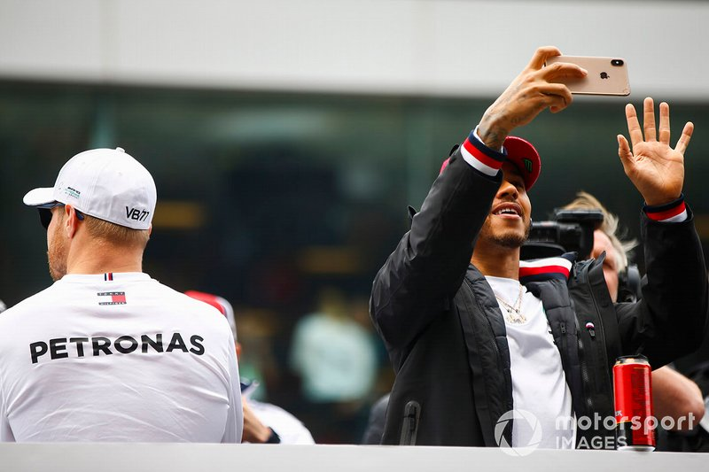 Valtteri Bottas, Mercedes AMG F1, and Lewis Hamilton, Mercedes AMG F1, in the drivers parade