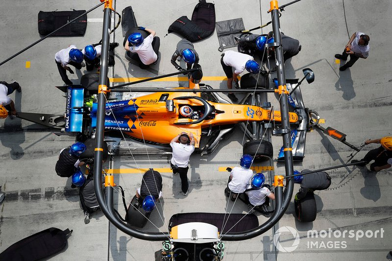 Carlos Sainz Jr., McLaren MCL34, makes a stop during practice