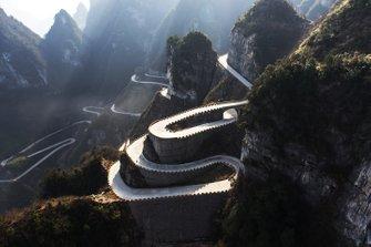 Дорога на гору Тяньмэнь в Китае