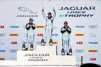 Il podio della classe PRO: Katherine Legge, Rahal Letterman Lanigan Racing, Bryan Sellers, Rahal Letterman Lanigan Racing, Sérgio Jimenez, Jaguar Brazil Racing