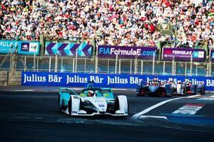 Oliver Turvey, NIO Formula E Team, NIO Sport 004 in attack mode Robin Frijns, Envision Virgin Racing, Audi e-tron FE05