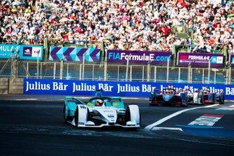 Oliver Turvey, NIO Formula E Team, NIO Sport 004 in attack mode, Robin Frijns, Envision Virgin Racing, Audi e-tron FE05