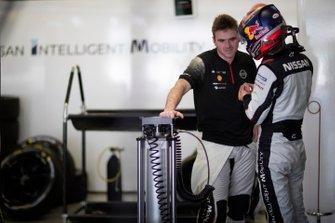 Oliver Rowland, Nissan e.Dams, talks to Sébastien Buemi, Nissan e.Dams