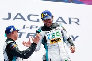 Cacá Bueno, Jaguar Brazil Racing, shakes hands with Simon Evans, Team Asia New Zealand, on the podium