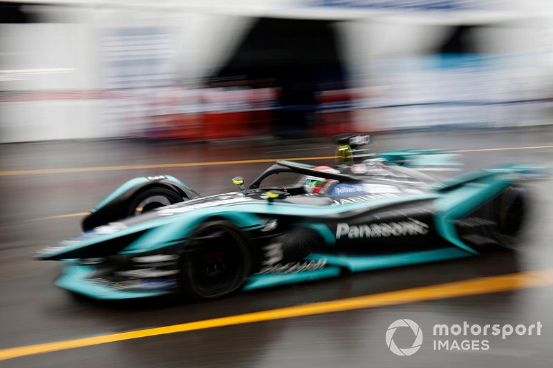Nelson Piquet Jr., Panasonic Jaguar Racing, Jaguar I-Type 3, esce dalla pit lane