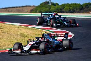 Kevin Magnussen, Haas VF-20, Valtteri Bottas, Mercedes F1 W11