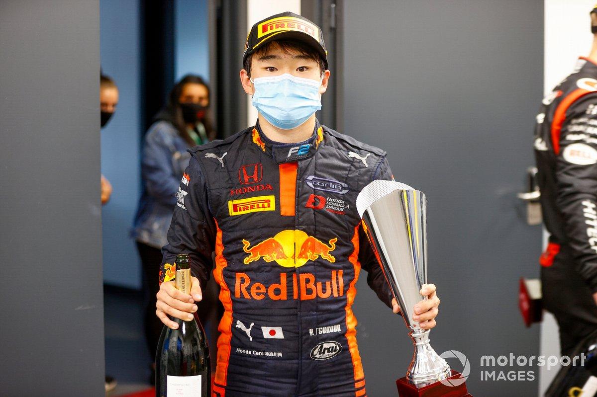 Yuki Tsunoda, Carlin, primo posto