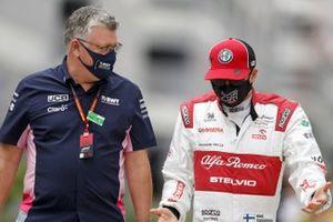 Otmar Szafnauer, Team Principal and CEO, Racing Point, with Kimi Raikkonen, Alfa Romeo