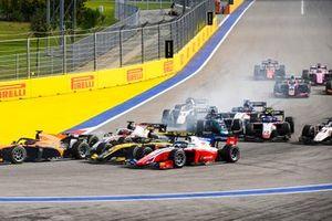 Robert Shwartzman, Prema Racing, Guanyu Zhou, UNI-Virtuosi and Nikita Mazepin, Hitech Grand Prix battle at the start of the race