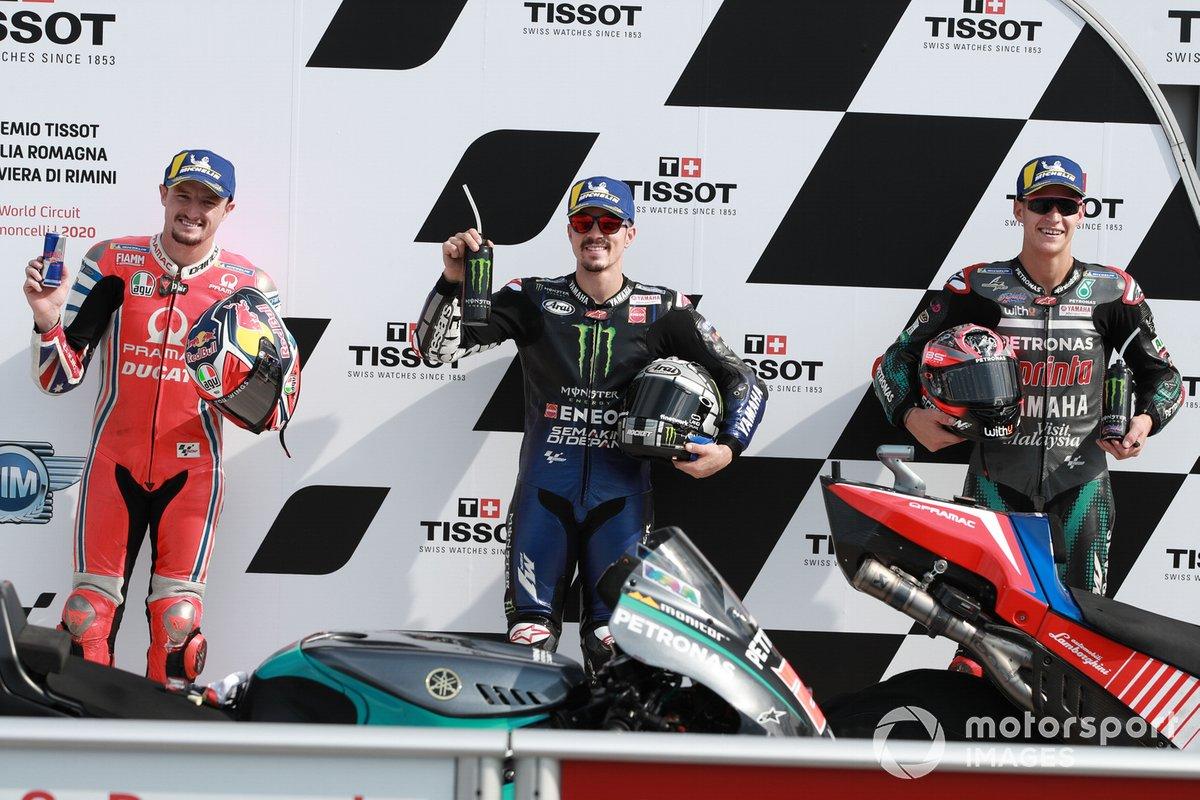 Los 3 primeros clasificados: segundo Jack Miller, Pramac Racing, ganador de la pole Maverick Viñales, Yamaha Factory Racing y tercero Fabio Quartararo, Petronas Yamaha SRT