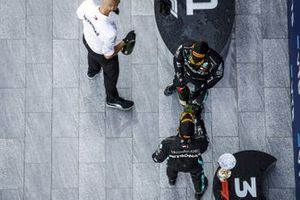 Race Winner Valtteri Bottas, Mercedes-AMG F1 and Lewis Hamilton, Mercedes-AMG F1 on the podium