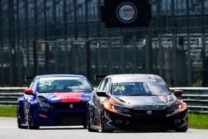 Pepe Oriola, Brutal Fish Racing Team, Honda Civic Type R TCR, davanti a Julien Briché, JSB Competition, Peugeot 308 TCR