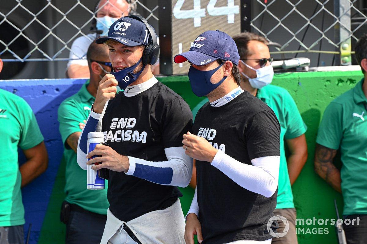Pierre Gasly, AlphaTauri, y Sergio Pérez, Racing Point, en la parrilla