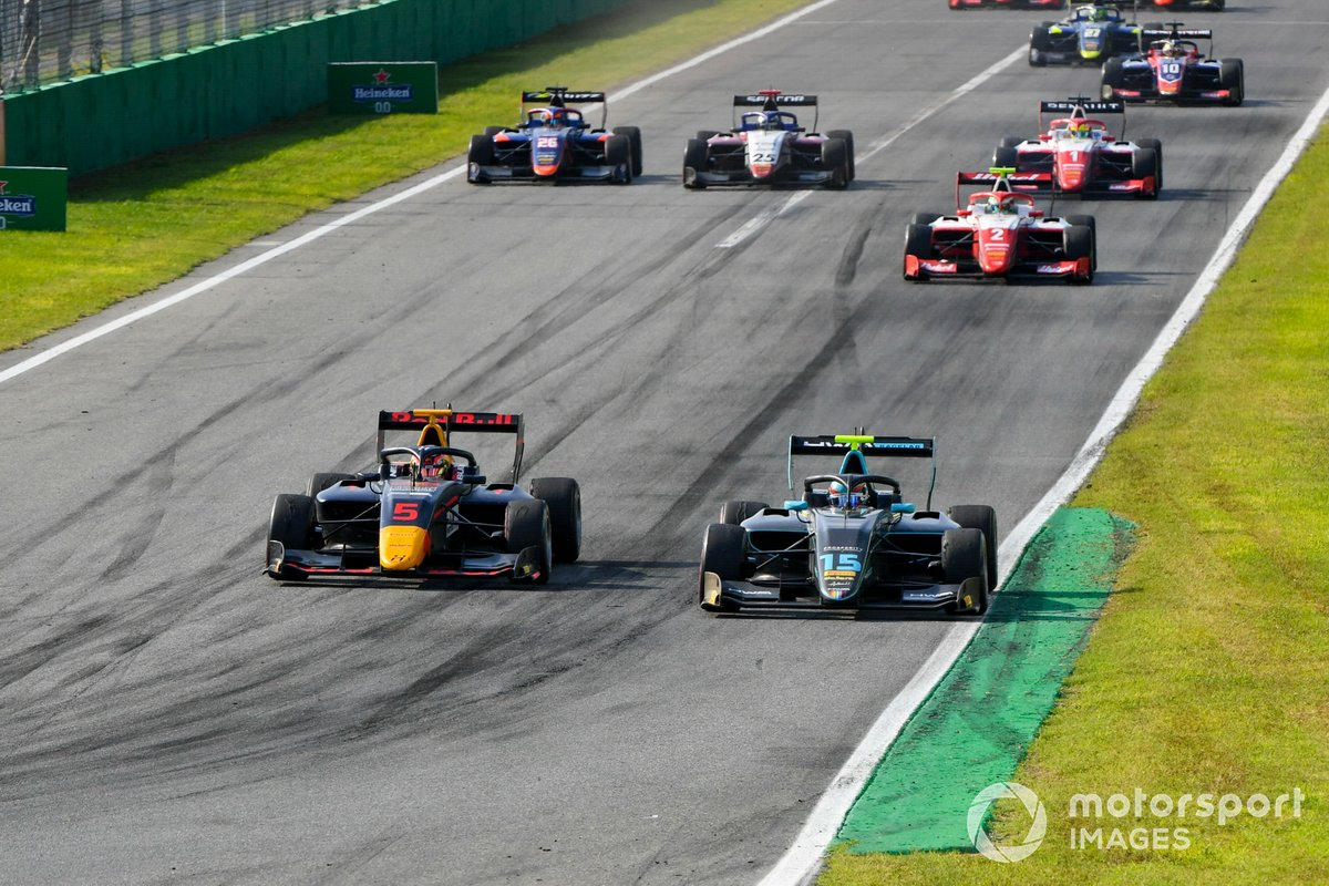 Liam Lawson, Hitech Grand Prix y Jake Hughes, HWA Racelab