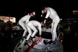 #911 Porsche GT Team Porsche 911 RSR - 19, GTLM: Nick Tandy, Fred Makowiecki, Matt Campbell