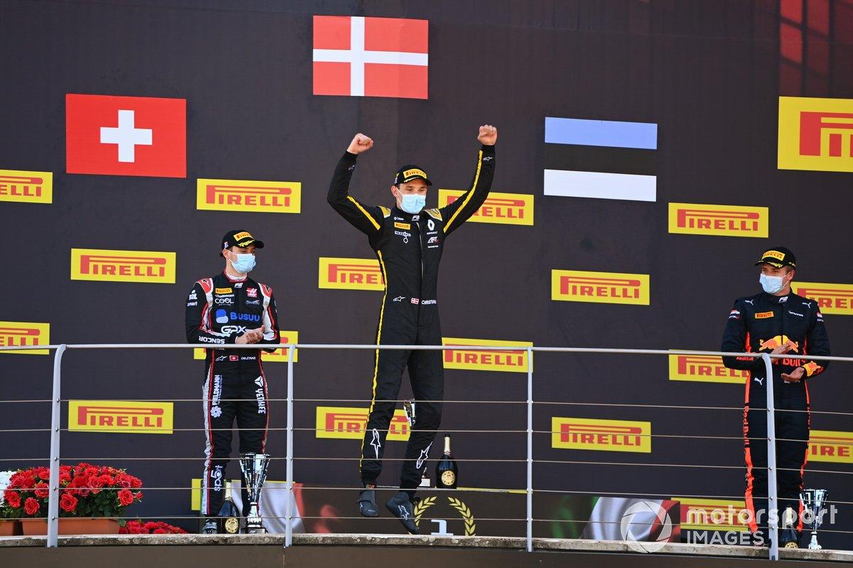 Il vincitore Christian Lundgaard, ART Grand Prix festeggia sul podio con Louis Deletraz, Charouz Racing System e Juri Vips, Dams
