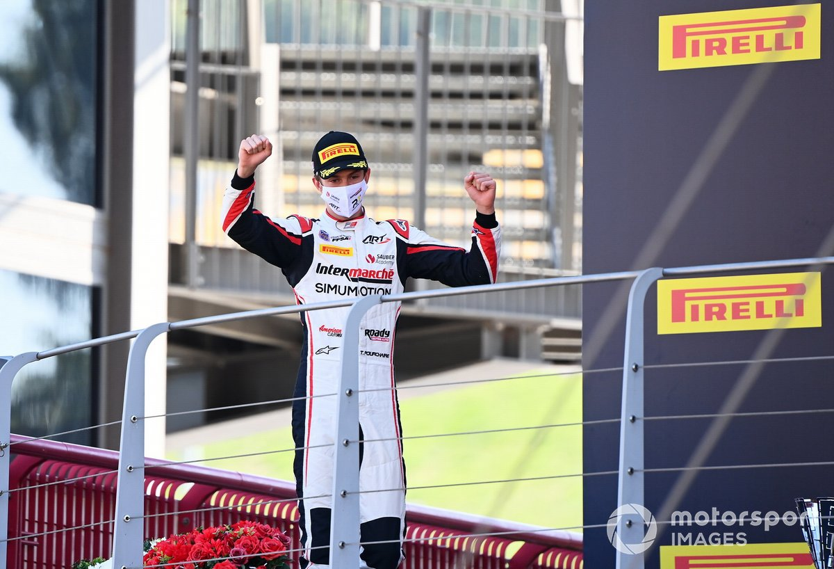 Theo Pourchaire, ART Grand Prix, 3° classificato, sul podio