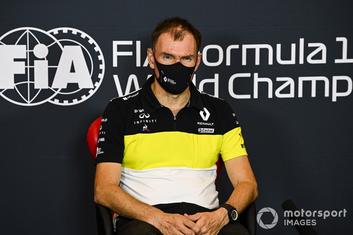 Alan Permane, Director Deportivo del Renault Sport F1 Team, en la conferencia de prensa