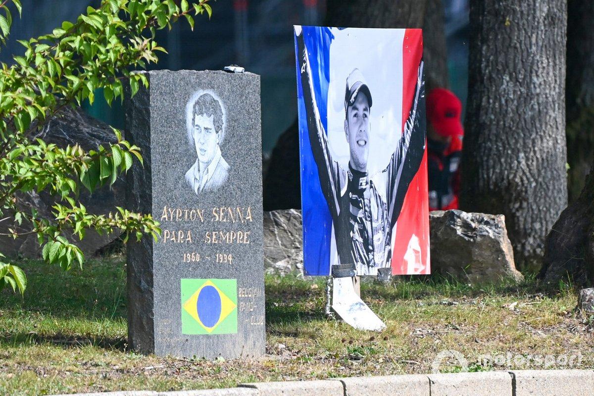 Un homenaje a Anthoine Hubert, junto con una placa en memoria de Ayrton Senna