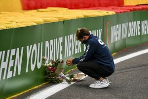 Pierre Gasly, AlphaTauri, lays flowers in memory of Anthoine Hubert, who passed away at this spot in 2019