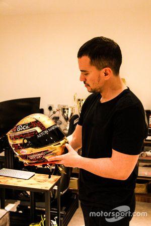 2020 Le Mans GTE-Am klasmanı galibi Salih Yoluç ve o yarış için kullandığı özel kask