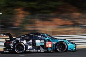 #99 Dempsey-Proton Racing Porsche 911 RSR: Vutthikorn Inthraphuvasak / Lucas Legeret / Julien Piguet