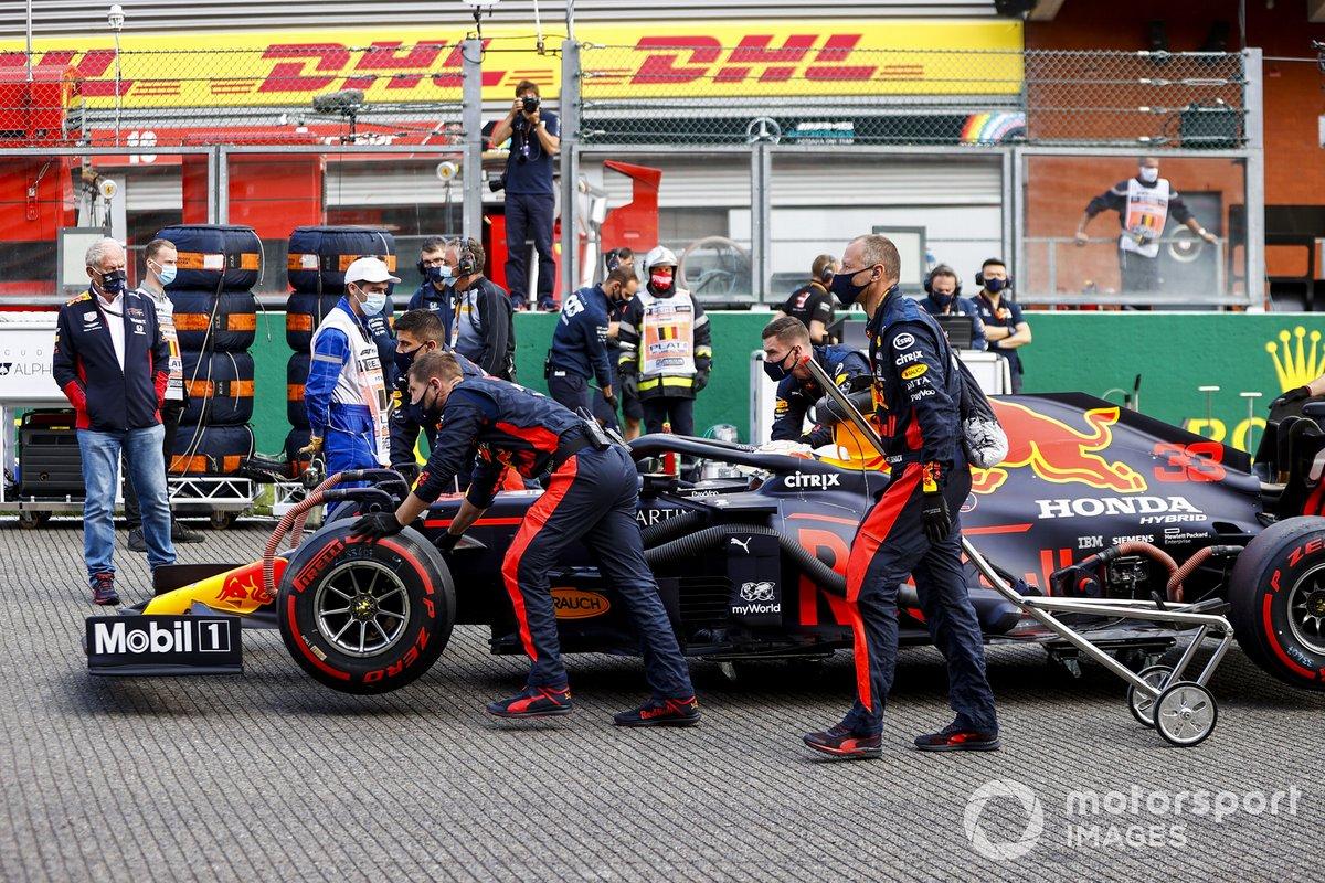 Max Verstappen, Red Bull Racing RB16, arriva sulla griglia di partenza