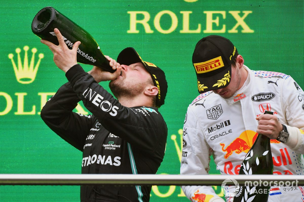 Podio: segundo lugar Max Verstappen, Red Bull Racing, ganador Valtteri Bottas, Mercedes