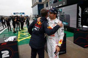 Christian Horner, team principal, Red Bull Racing, et le troisième Sergio Perez, Red Bull Racing, dans le parc fermé