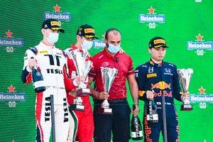 Podio: ganador Arthur Leclerc, Prema Racing, Logan Sargeant, Charouz Racing System, Ayumu Iwasa, Hitech Grand Prix
