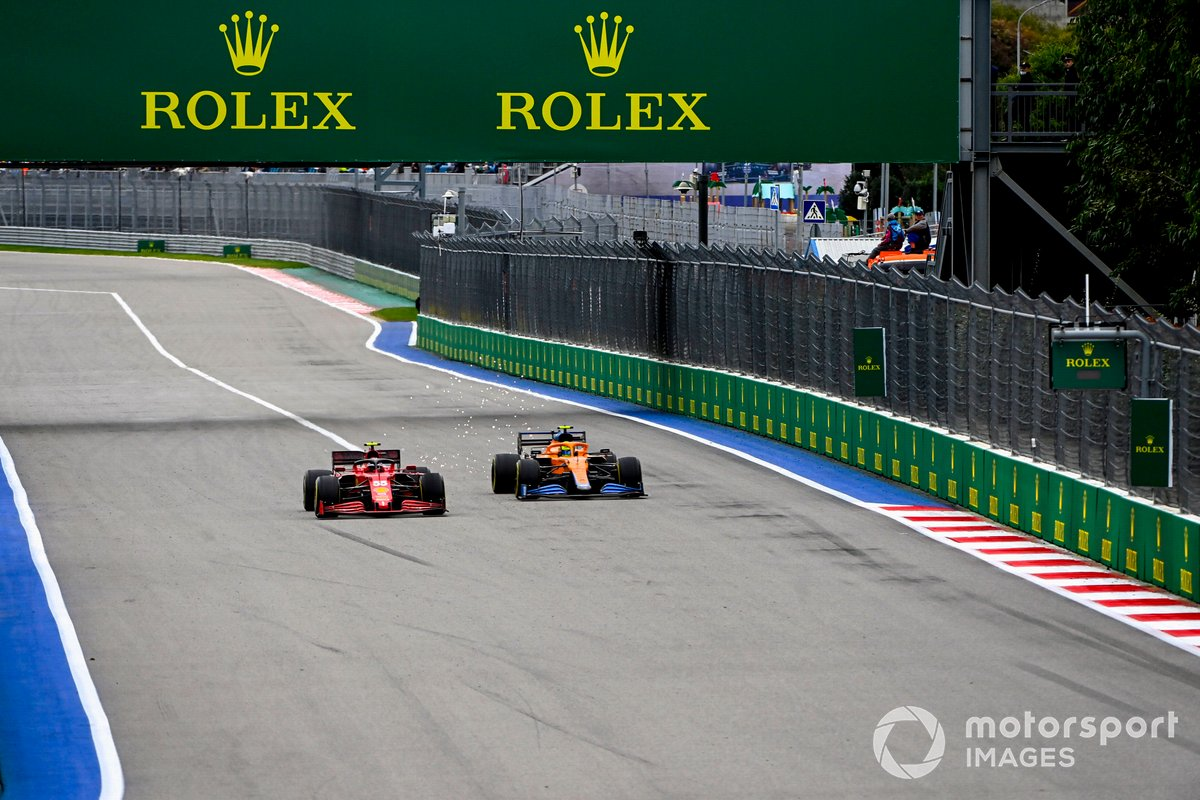 Carlos Sainz Jr., Ferrari SF21, lucha con Lando Norris, McLaren MCL35M
