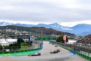 Kimi Raikkonen, Alfa Romeo Racing C41, Sebastian Vettel, Aston Martin AMR21 e Charles Leclerc, Ferrari SF21.