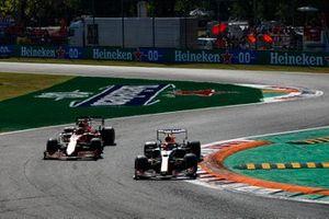 Sergio Perez, Red Bull Racing RB16B, Carlos Sainz Jr, Ferrari SF21