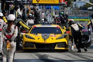 #3: Corvette Racing Corvette C8.R, GTLM: Antonio Garcia, Jordan Taylor pit stop.