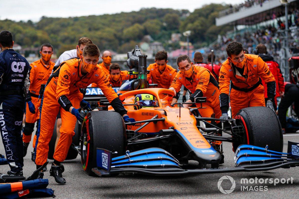 Lando Norris, McLaren MCL35M, arriva sulla griglia