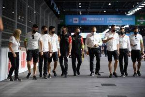 Sebastien Buemi, Nissan e.Dams, Norman Nato, Venturi Racing, chat on the track walk