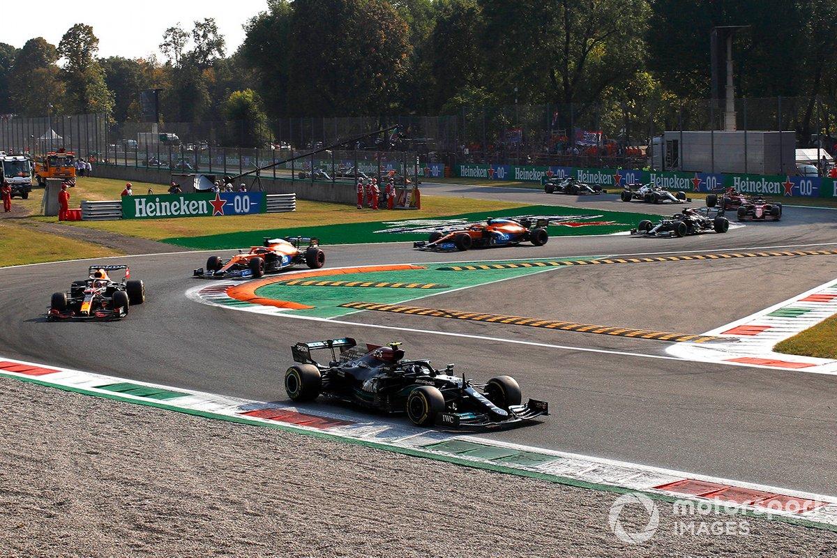 Valtteri Bottas, Mercedes W12 líder al inicio de la carrera sprint