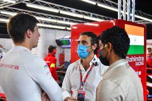 TV Pundit Dario Franchitti speaks to Alex Lynn, Mahindra Racing