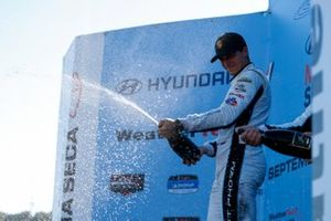 #16: Wright Motorsports Porsche 911 GT3R, GTD: Patrick Long, Trent Hindman, Champagne