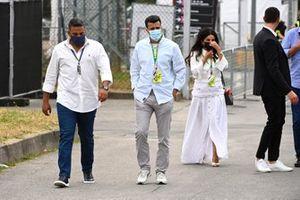 Saudi GP organiser Prince Khalid Bin Sultan Al Faisal with members of the Saudi GP team