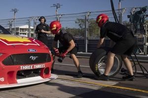 DJR Team Penske pitstop practice