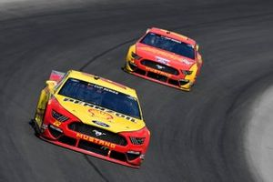 Joey Logano, Team Penske, Ford Mustang Shell Pennzoil, Ryan Blaney, Team Penske, Ford Mustang Advance Auto Parts