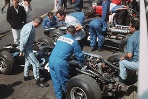 John Surtees, Cooper T81 Maserati