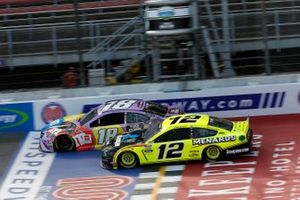 Kyle Busch, Joe Gibbs Racing, Toyota Camry M&M's Fudge Brownie and Ryan Blaney, Team Penske, Ford Mustang Menards / Knauf